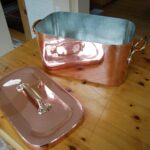 Cooking with a copper daubière